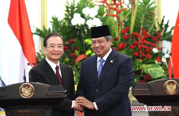 Indonesian President Susilo Bambang Yudhoyono with Chinese Premier Wen Jiabao